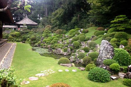 書院から見た庭園